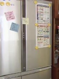 冷蔵庫にメモを貼るのはNG